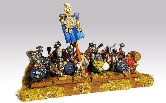 Mein Regiment Zwergenkrieger für Warhammer Fantasy. (Hersteller: Einheit - Harlequin, Standartenträger und Bierfassträger - Scibor)