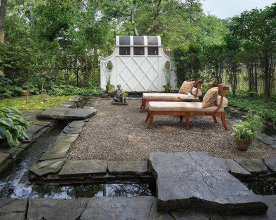 Kieselsteine Natursteine Bachlaufschalen Gartenhaus Bäume Rasen immergrün