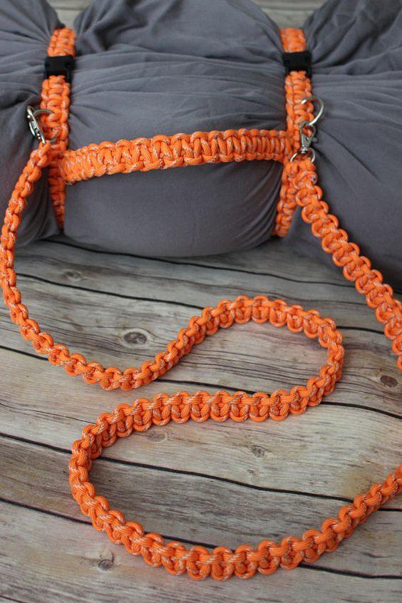 Sử dụng dây Paracord để buộc chăn gối một cách nhanh gọn
