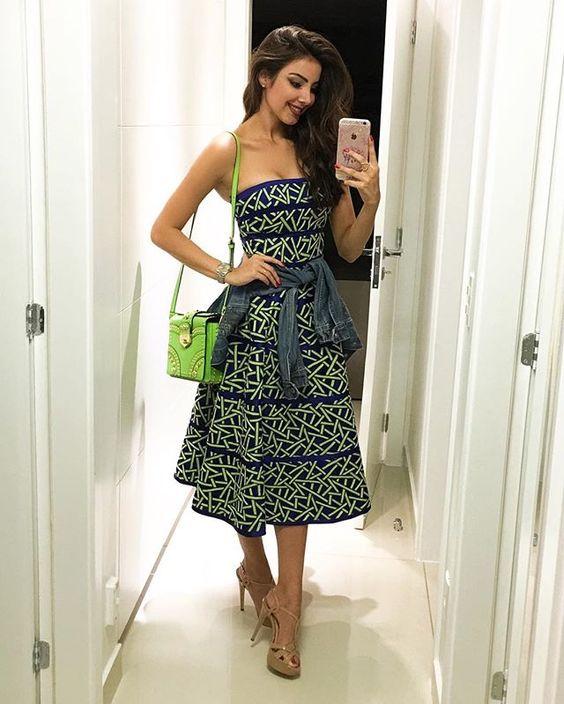 WEBSTA @ raizamarinari - Pra não perder o costume, escolhi um vestido maravilhosooo, bem armado.. De quem? De quem? Da @fedraoficial! Nova marca da mineira e minha parceira que eu amo, Fatima Scofield! Confiram mais sobre a marca, vcs vão amar! ❤️❤️ Usei o vestido com uma pegada mais sport, amarrei uma jaqueta jeans, usei com a bolsa verde neon da Prada e amei o resultado! E vcs? #IvanaMenezes #NewStore #Inauguração #Fedra