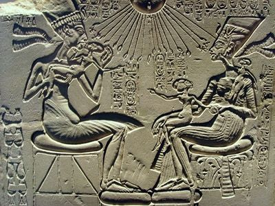 Egyptian  Amarna Period  Akhenaten, Nfertiti, and 3 Daughters  limestone relief     Google Image Result for http://www.proprofs.com/flashcards/upload/q3593314.jpg