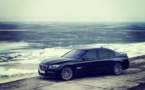 BMW 750 Car Wallpaper