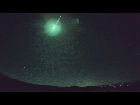 كرة نارية زرقاء غامضة تخترق سماء غرب أستراليا Celestial Celestial Bodies