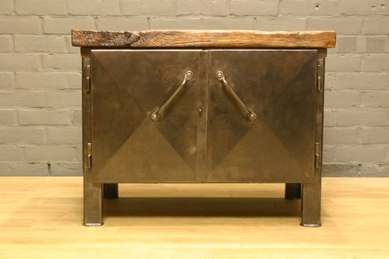 Zeer mooie volledig gerestaureerde vintage metalen industriele kast met origineel massief eiken topblad.  Verry nice completely restored vintage metal industrial cabinet with original massif oak top.  SOLD!
