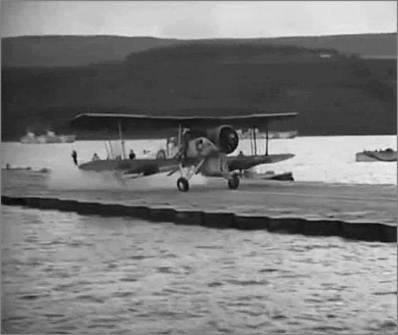 """""""Лилия"""" -  плавающая взлетно-посадочная полоса, Англия, сент. 1945.  Фото6"""