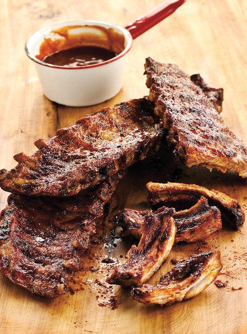 Côtes levées au barbecue (les meilleures) / Note de Rachel : 10/10 - excellent - (Attention cuisson prend entre 4:00 et 4:30) La meilleure recette de côtés levées de toutes celles essayées, aucune mauvaise odeur dans la cuisine à cause de la cuisson des côtes. Attention pour la sauce, très vinaigré, ajouter petit à petit ...