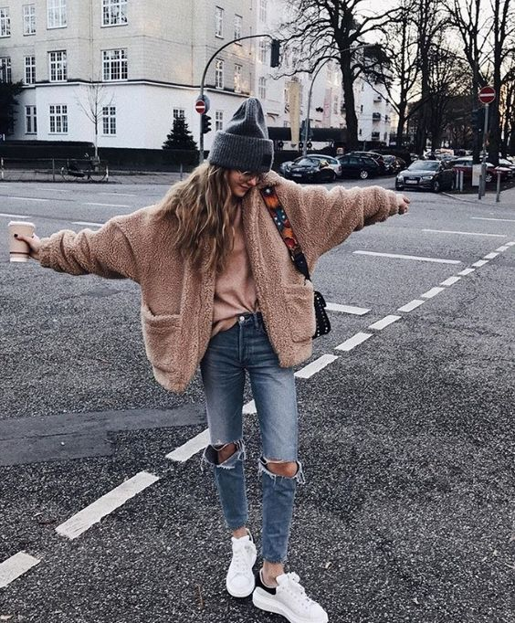 These streetstyle teddy coat outfits are perfect for winter!