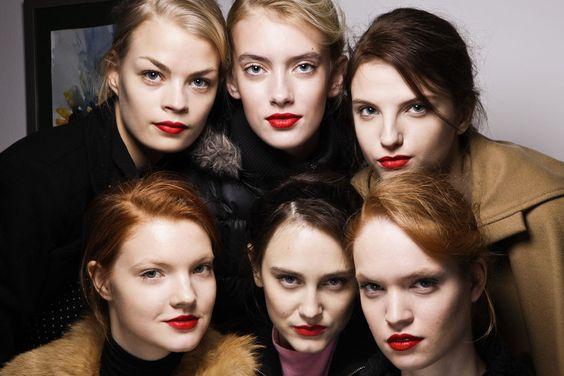 Hablamos con la maquilladora Uzo, mano derecha de François Nars: labios fucsia o naranjas para un look afterwork