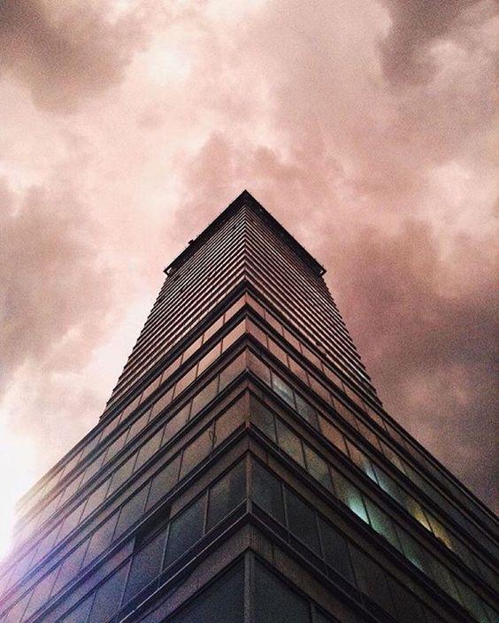 ••  ArquitecturaMX | FOTO: @rperspective  LUGAR: Torre Latinoamericana, CDMX COLECCIÓN: @JosueMejia_1963 | #ArquitecturaMX •••••••••••••••••••••••••••••••••••••••••••••••••