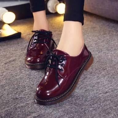 Zapatos de charol color vino.   Zapatos de charol mujer