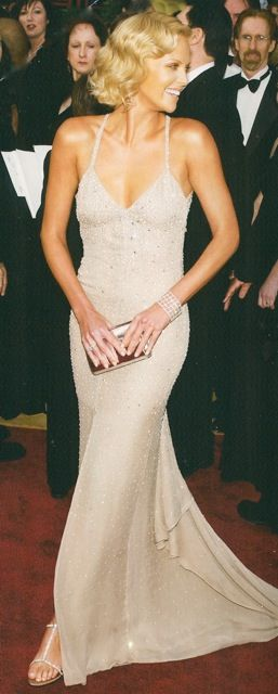 Charlize Theron in Tom Ford for Gucci, Academy Awards 2004-- cashonandcompany.blogspot.com