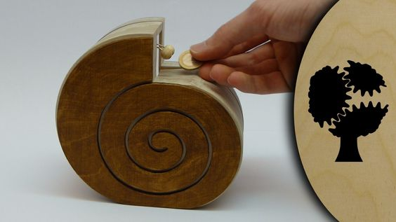 DIY Moving gears Snail Coin Bank - Video tutorial (English subtitles) #woodworking #DIYbank  https://youtu.be/WXJ6VbAGP7A Schneckchen - Holzsparkasse (Wooden Coin Bank) PDF Plans for Sale on website. #scrollsawplansandprojects http://www.holzmechanik.de