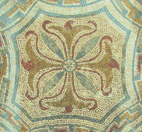 Pormenor de mosaico na casa da Cruz Suástica