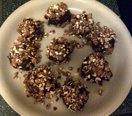 Peanut Butter Graham Cracker Chocolate Balls - Easy/Yummy  http://avocadopesto.wordpress.com/2012/05/17/peanut-butter-graham-cracker-balls/