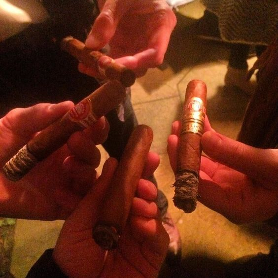 Cigartime with @cigar.aficionado @dutchcigars @cigar_rubennoz by cigars_and_scotch
