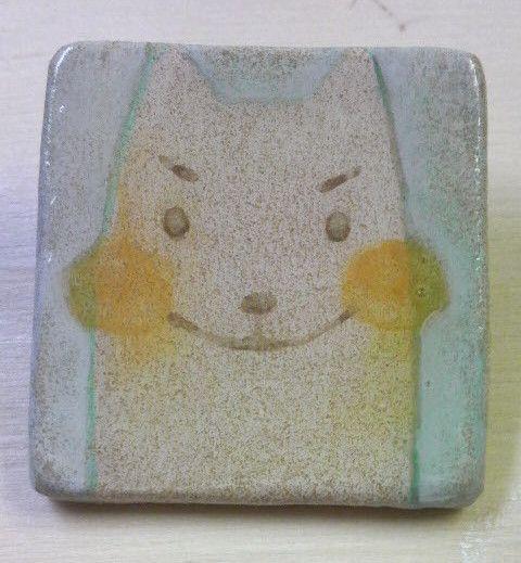 【ブローチ】 四角い小麦さんオーブンレンジ焼成陶土で作った土台に、手描き彩色、表面をUVレジン仕上げをしたブローチです。サイズ ヨコ38×タテ38...|ハンドメイド、手作り、手仕事品の通販・販売・購入ならCreema。