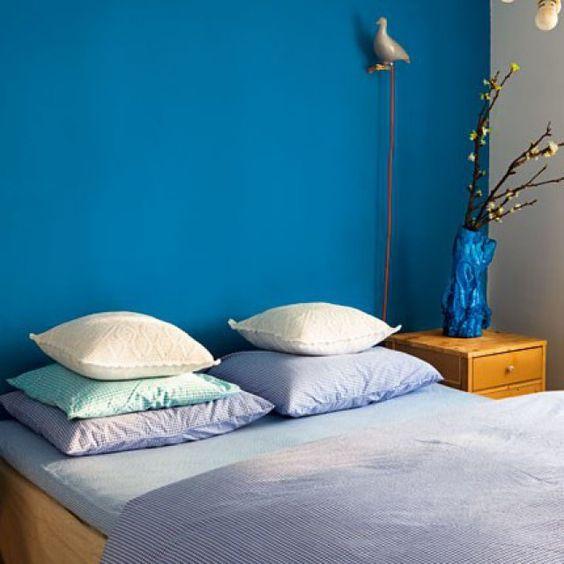 Une chambre bleu canard