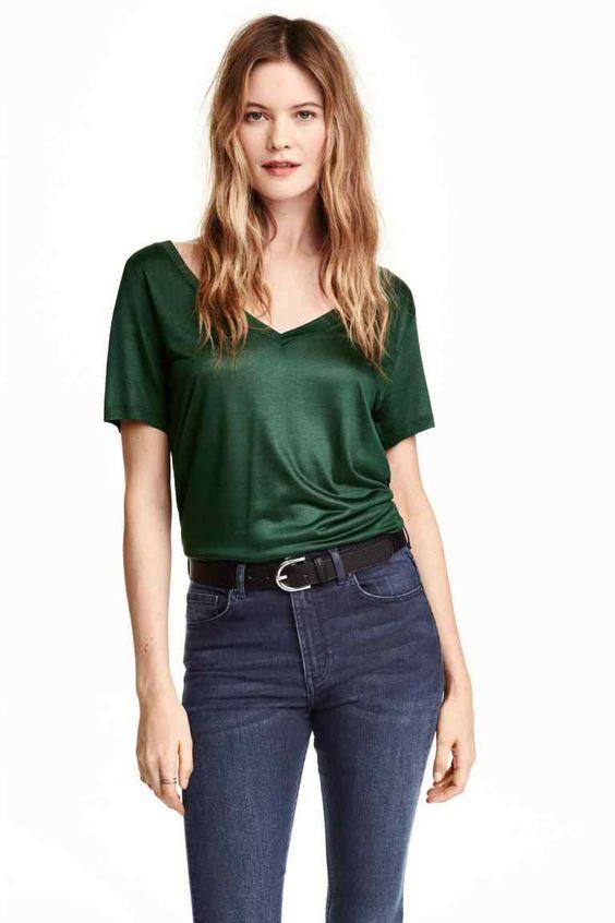 Camiseta con escote de pico   H&M