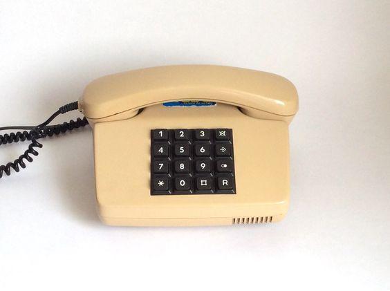 Ein persönlicher Favorit aus meinem Etsy-Shop https://www.etsy.com/de/listing/400899253/vintage-telefon-deutsche-taste-kabel