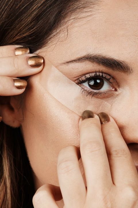 The first step to applying perfect eyeliner every time? Use a piece of scotch tape to achieve a perfectly drawn line. Click through for more eyeliner tips for your best eyeliner yet.