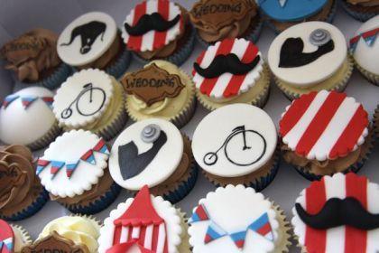 Cupcakes rigolos et colorés pour votre mariage sur le thème du cirque