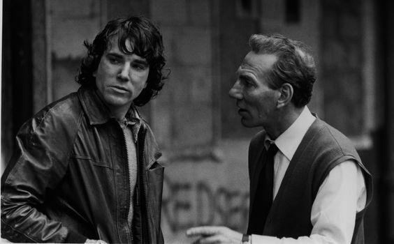 En el nombre del padre es una película irlandesa de 1993 basada en los casos de los Cuatro de Guildford y los Siete de Maguire. Fue dirigida por Jim Sheridan y el guion fue adaptado por Terry George y Sheridan de la autobiografía de Gerry Conlon, Proved Innocent.