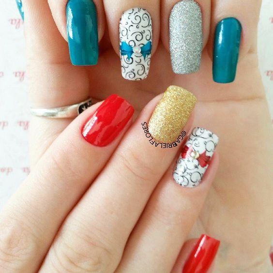 Instagram media by gabrielaflores05 - Mix da msm decoração kkkk unhas feitas por mim em Mim e em @danielemarcosrosa  Adesivos da @docepelicula  Fikou legal a foto new meninas rss