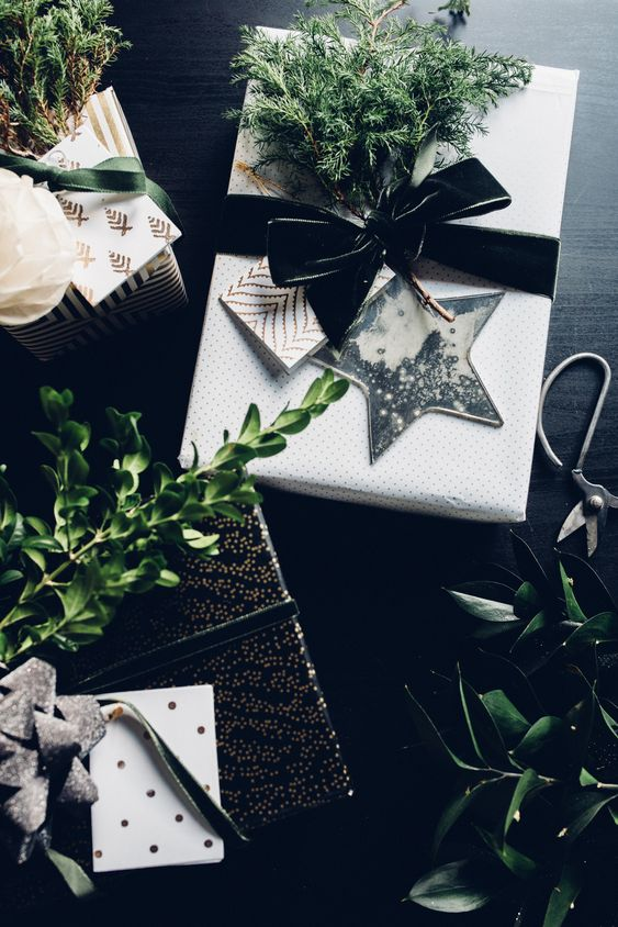 10 Quick + Beautiful Christmas Gift Wrap Ideas!