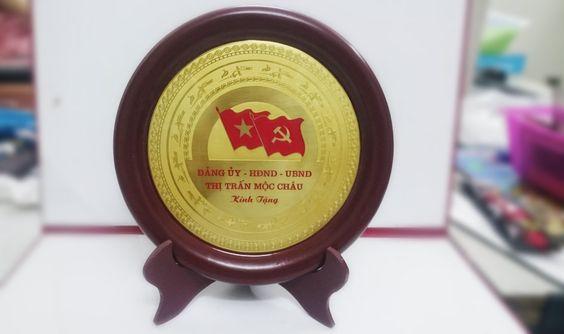 biểu trưng gỗ đồng mẫu 1 đảng ủy hđnd ubnd Mộc Châu