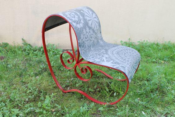 Cadeira em ferro forjado, inspirada no coração minhoto e nos bordados tradicionais portugueses