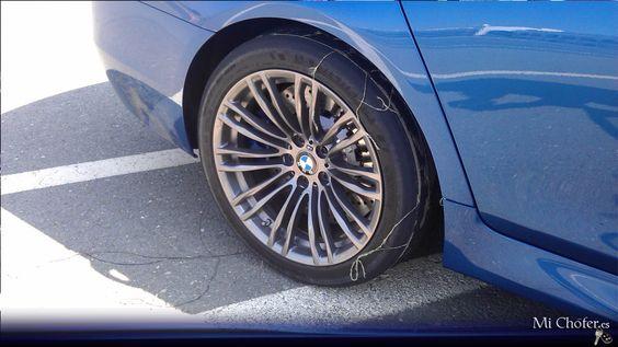 Estado del neumático de un BMW M5 tras la sesión de drifting