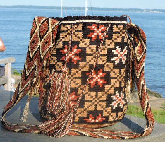 Large Chila Wayuu Bag 13 x 10.5 in 20 strap by TataWayuu: