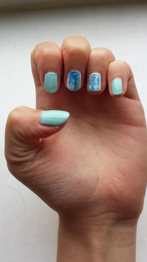 NOTD: NOTD: wiped off streaks: Nail art result with blue nail polish