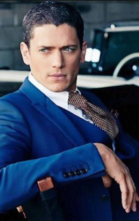 『プリズン・ブレイク』ウェントワースミラーの青スーツ姿