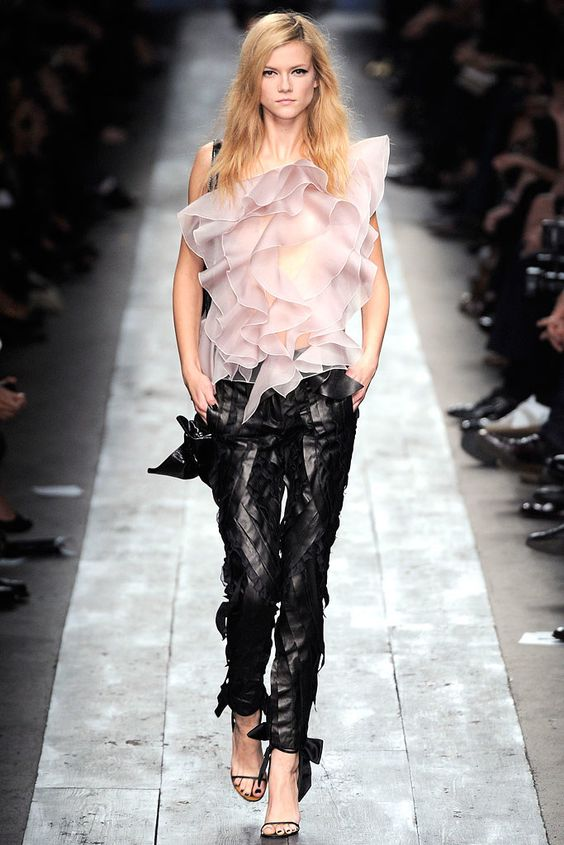 Valentino Spring 2010 Ready-to-Wear Collection Photos - Vogue