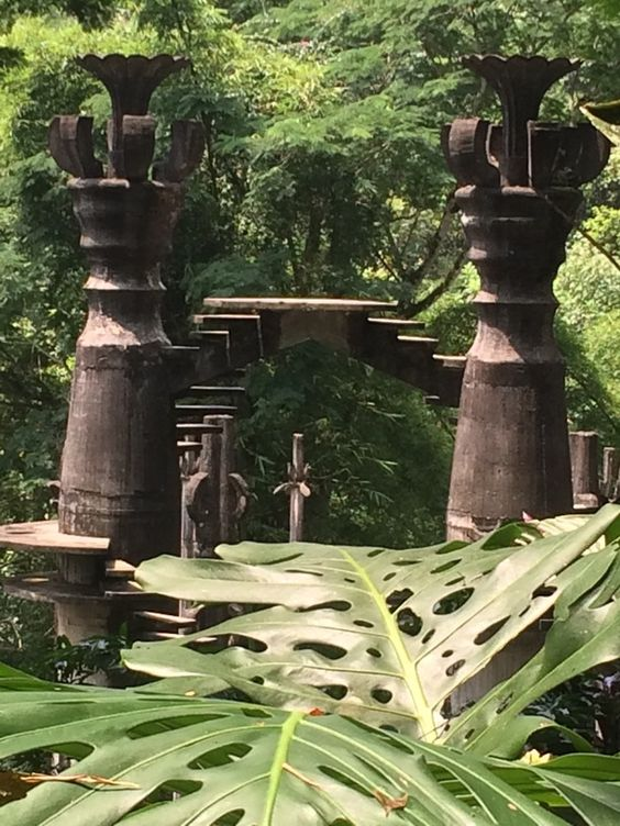 Placed in the middle of the jungle. Edward James' surreal house and gardens are full of stairs heading nowhere, viewing platforms,...