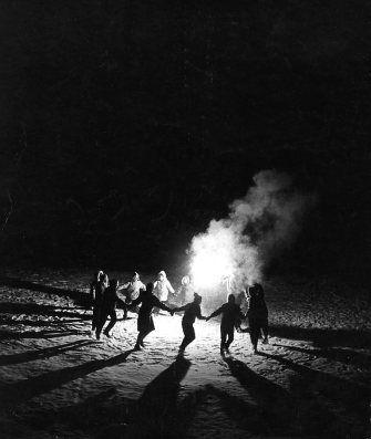 Ronde à Laffrey hiver 1958 |¤ Robert Doisneau | 25 décembre 2015 | Atelier Robert Doisneau | Site officiel