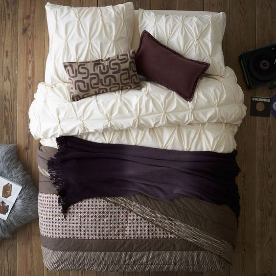 33 Ultra Cozy Bedroom Decorating Ideas For Winter Warmth: Layered Bed Looks - Cozy Cottage