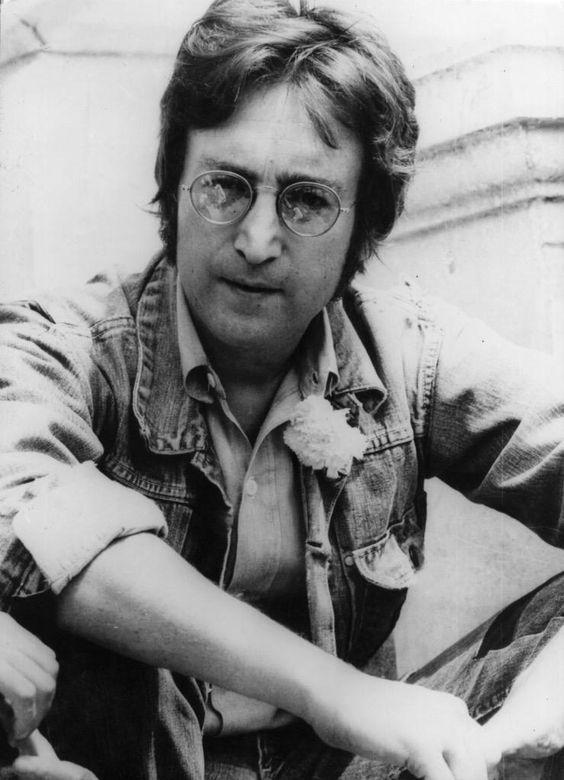 Feliz Cumpleaños a John Lennon donde quiera que se encuentre  #HappyBirthdayJohnLennon