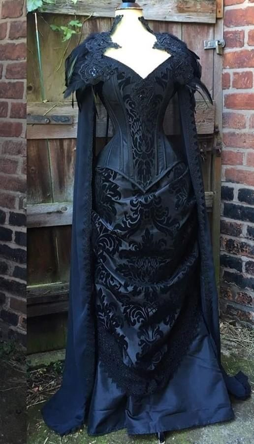 Pin By Auroraclewth On Makeup In 2020 Gothic Victorian Dresses Victorian Wedding Dress Victorian Gothic Wedding