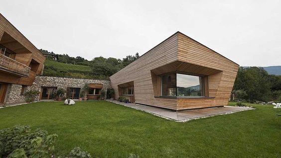 Brunner House by Norbert Dalsass #architeture #pin_it @mundodascasas Veja mais aqui(See more here) www.mundodascasas.com.br
