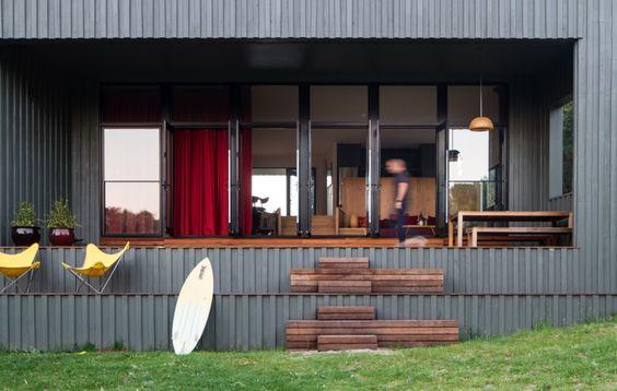 Venus Bay Beach House in Australia  / by  MRTN Architects