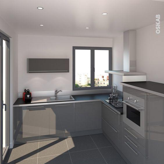 cuisine moderne grise brillante avec finitions design crdence et chant de plan de travail inox - Modele De Placard Pour Cuisine En Aluminium