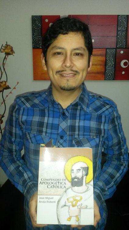 Cristian Alvarado, desde Lima - Perú, nos envía la foto con uno de nuestros libros para nuestro album.