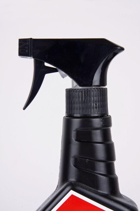 Kalkablagerungen: Fliesen reinigen mit Felgenreiniger | Frag Mutti