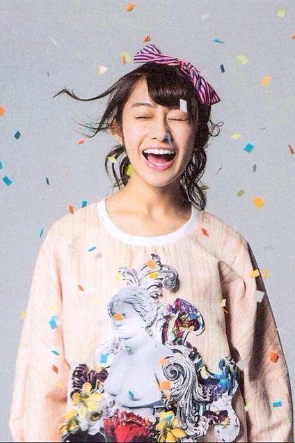 笑顔が弾ける桜井玲香のかわいい画像