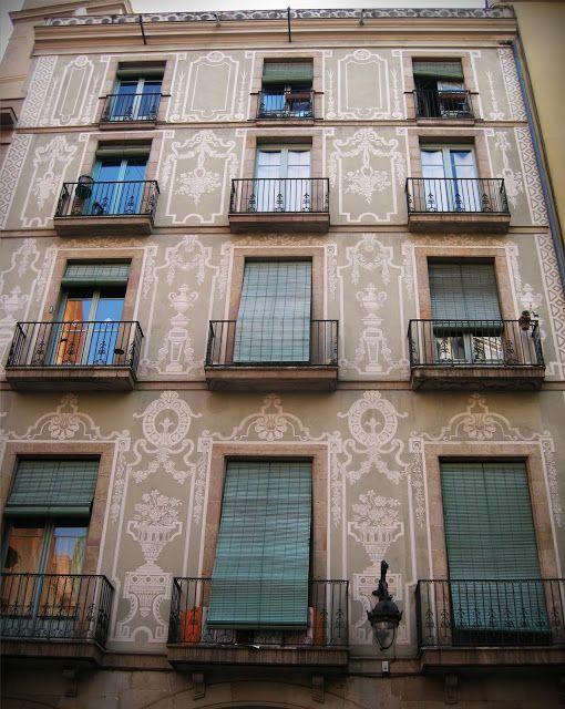 caas de Pella i Forgas. Esgrafiat de Rovirosa del XIX. carrer Sant pere més Alt. Barcelona
