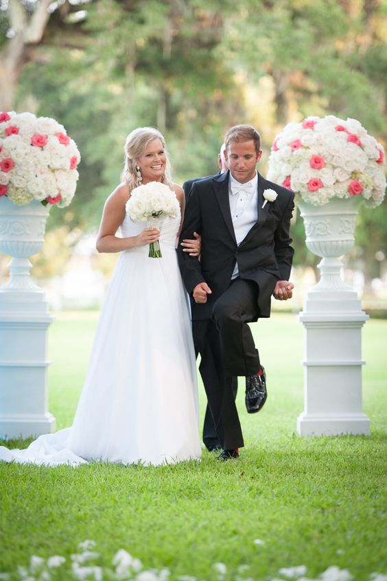 ceremony flowers | white and pink ceremony centerpiece | the old place gautier ms | outdoor ceremony flowers