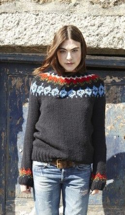 Beautiful and classic. Handknitted Fair Isle sweater in a lovely dark navy.