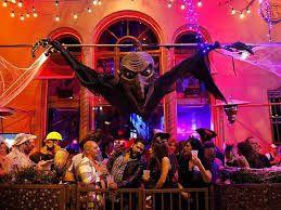 Playamexican Caribe   pochi secondi fa  .    Buongiorno a #tutti oltre alle #cerimonie più #classiche e #tradizionali per #ILGIORNODEIMORTI, c'é #HALLOWEEN #festa dai mille #travestimenti e #feste per #grandi e #piccini con #decorazioni, #abiti e feste per #tutti i #gusti!!!  Qui a #PLAYDECARMEN come in molti altri #paesi del #mondo dove gli #avventimenti e le #feste sono molte in #discoteca per #strada in #spiaggia, praticamente ovunque!!!